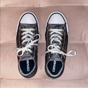 Black/gray lowtop converse